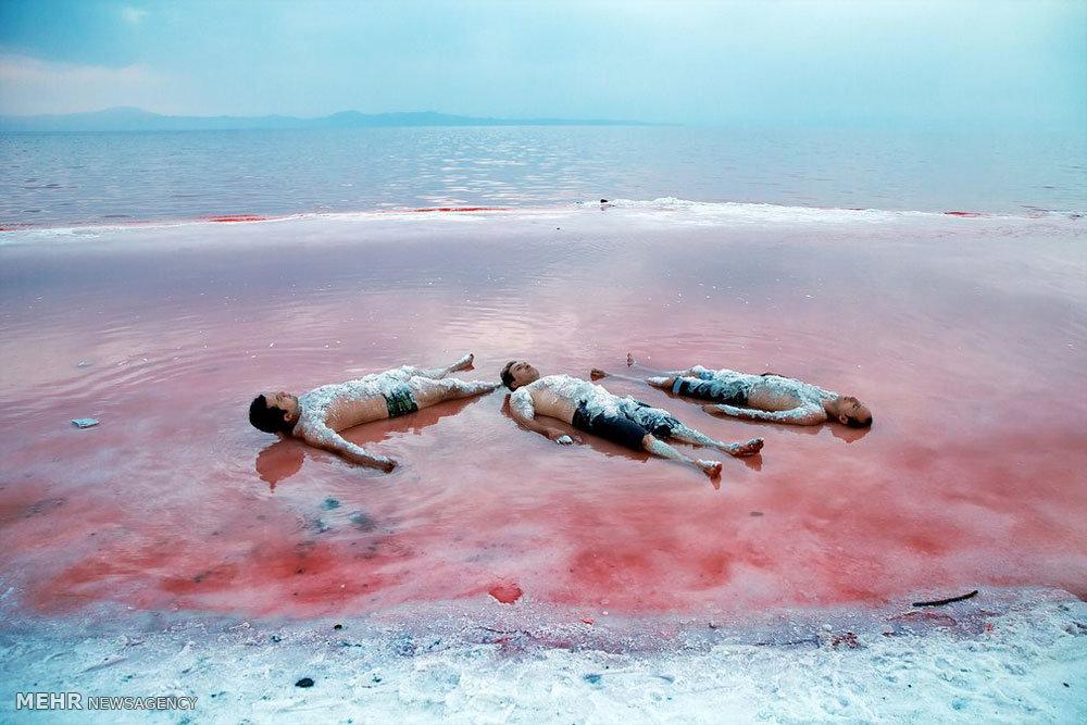 2195302 - روایتی از واقعیت تا شایعه؛ خونِ دلِ دریاچه ارومیه به رخسار نشست