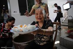 فروش آنلاین تخم اردک توسط یک پیرزن!