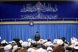 قائد الثورة يؤكد على مسؤولية علماء الدين في مواجهة معاداة الدين وخدش الحياء العام