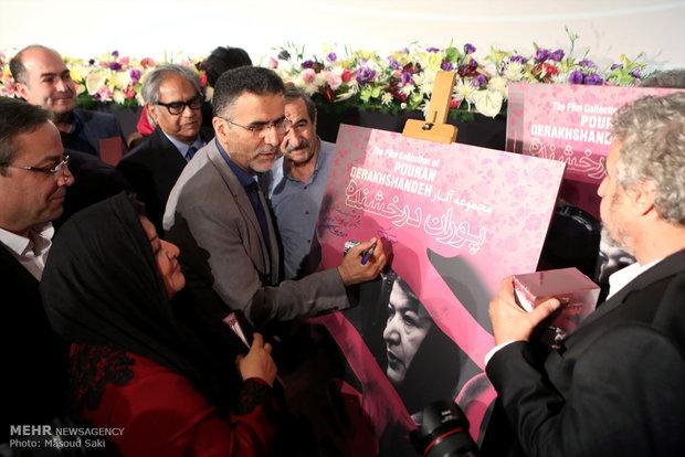 حضور حجت الله ایوبی، رئیس سازمان سینمایی در آیین رونمایی از آثار پوران درخشنده
