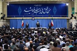 قائد الثورة الاسلامية يستقبل عوائل شهداء كارثة منى ومجزرة الحجاج