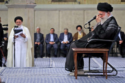 Leader receives families of Hajj martyrs