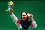 رياضية ايرانية تبيع ميدالياتها لمساعدة المتضررين من الزلزال