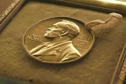 منح جائزة نوبل للسلام للرئيس الكولومبي سانتوس تكريماً لجهوده من اجل السلام