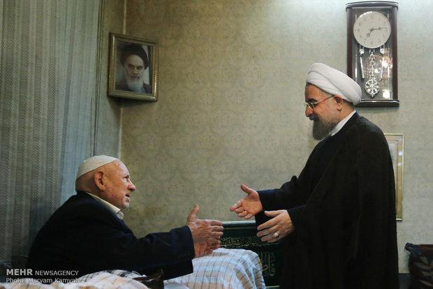 دیدار رئیس جمهور با پدر شهیدان عرب سرخی