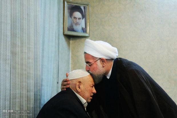 دیدار رئیس جمهور با پدر شهیدان عرب سرخی 2208981