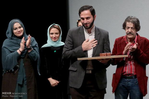 تقدیر از خانواده سردار شهید همدانی در حاشیه مراسم اکران خصوصی فیلم سینمایی هیهات