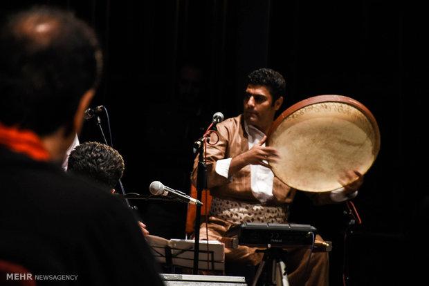 """حفل موسيقي شعبي لفرقة """"روناك"""" في طهران"""