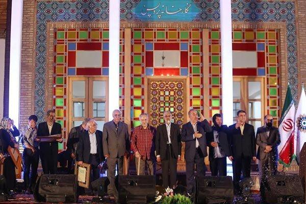 حداد عادل: الشعر في المجتمع الايراني رمز للثقافة