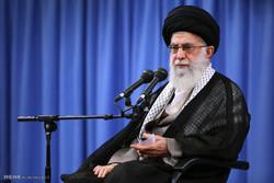 قائد الثورة الاسلامية يستقبل الآلاف من أهالي قم
