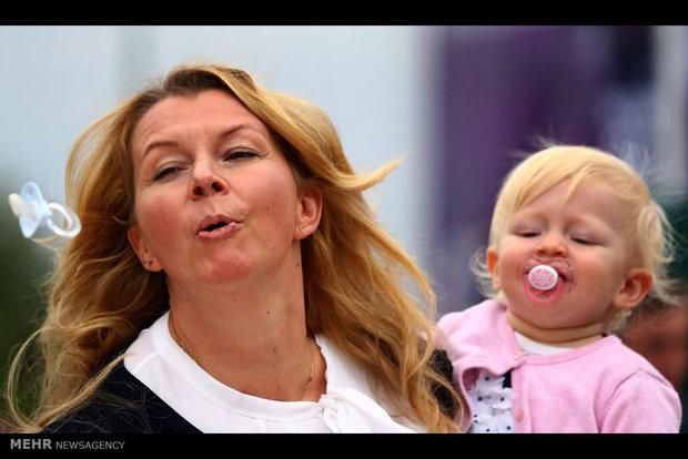 تاثیرات ضدحساسیت مکیدن پستانک نوزاد توسط مادر