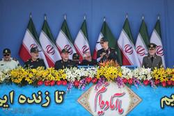 ایران کے دارالحکومت تہران سمیت تمام صوبوں میں ہفتہ  دفاع کی مناسبت سے فوجی پریڈ کا شاندارمظاہرہ