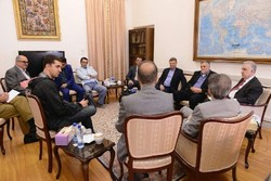 Armenian media delegation, FM spokesman discuss media coop.
