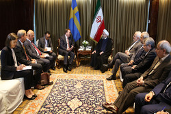 Rouhani advances banking issues in European meetings