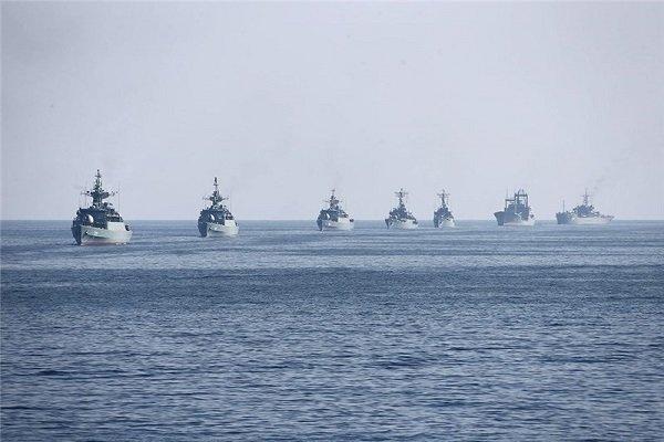 استعراض عسكري للقوات البحرية والجوية الايرانية في الخليج الفارسي ومضيق هرمز