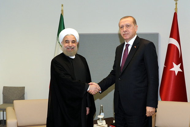 President Rouhani (L) meets with Turkish President Recep Tayyip Erdogan (R) on Tuesday night on the sidelines of the 71st United Nations General Assembly in New York.