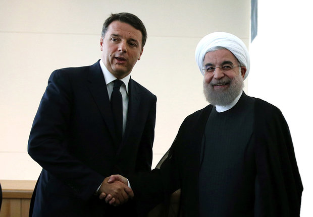 Iranian President (R)  in a meeting with Italian Prime Minister Matteo Renzi (L) on Tuesday on the sidelines of the 71st United Nations General Assembly in New York.