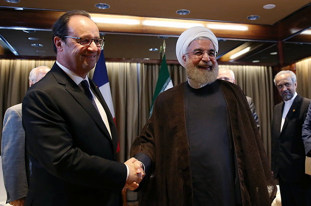 French President Francois Hollande (L) meets President Rouhani (R) on Tuesday on the sidelines of the 71st United Nations General Assembly in New York.