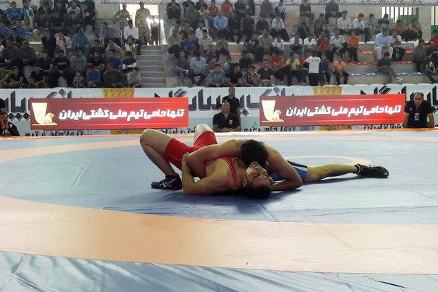 مسابقات کشتی قهرمانی کشور در کرمانشاه آغاز شد/ نتایج صبح امروز