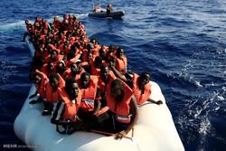 20 قتيلا بغرق قارب عمال في إندونيسيا
