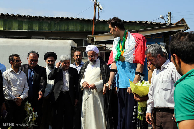 Ceremony held to welcome Iran's tallest man