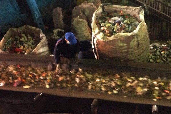 روزانه ۶۵۰ تن زباله به سایت البرز قم منتقل میشود