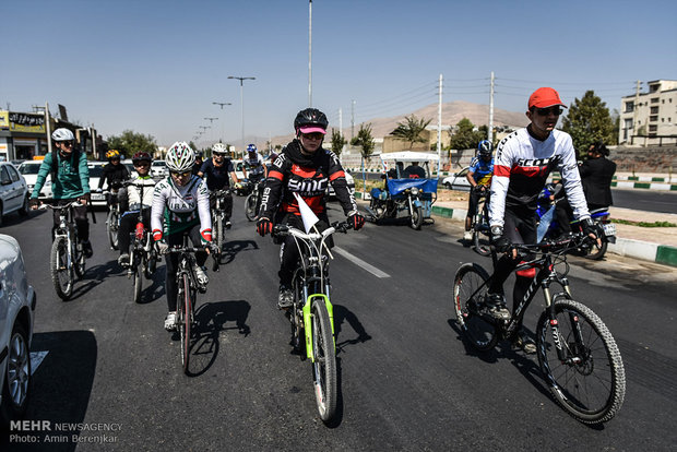 Late para-cyclist warmly welcomed in hometown