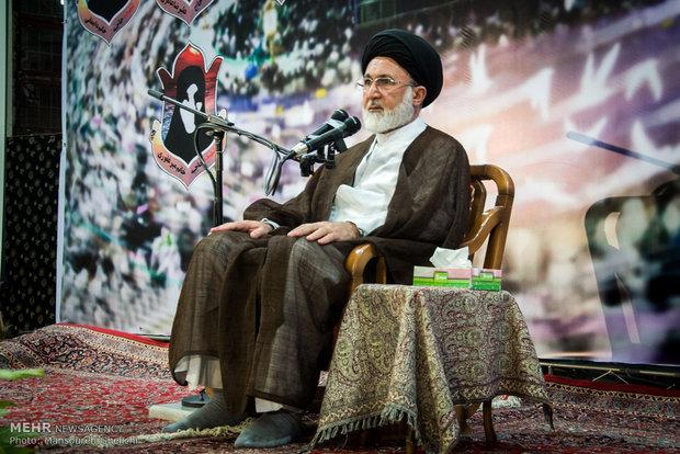 انقلاب اسلامی یک نهضت الهی بود