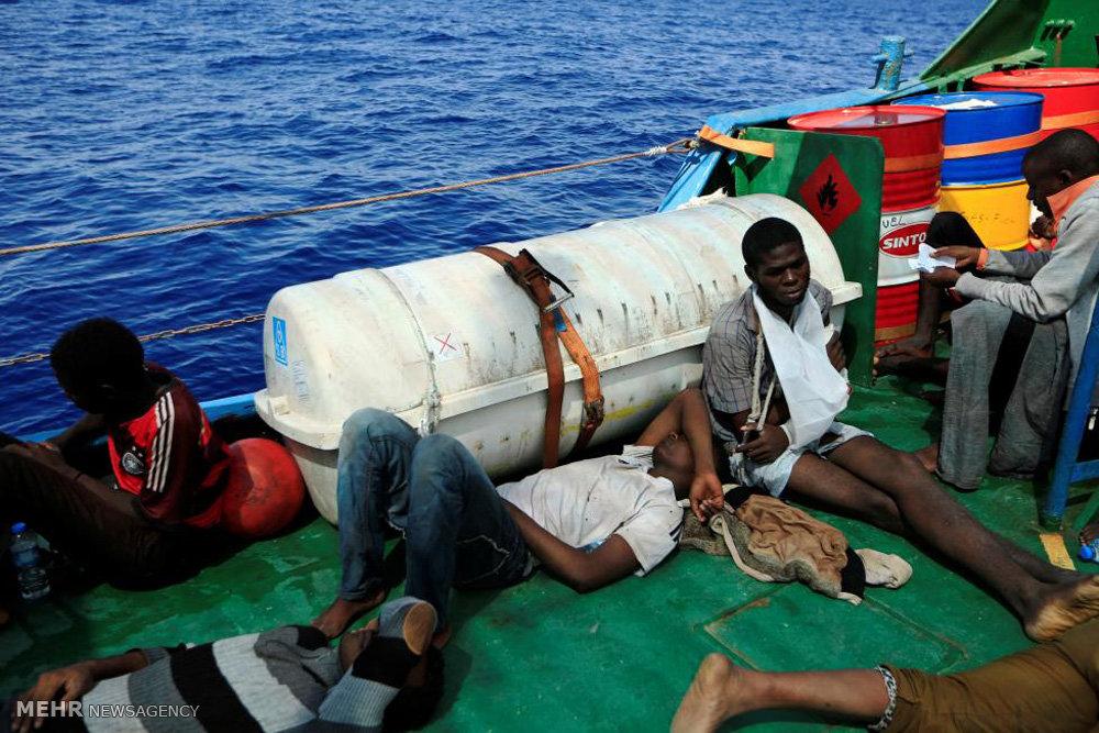 نجات پناهجویان از غرق شدن