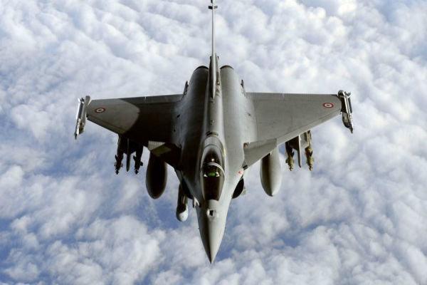 فرانسه ۲ جنگنده رافائل و یک کِشتی جنگی به مدیترانه اعزام میکند