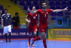 لقطات من مباراة الفريق الايراني والباراغواي في بطولة كرة الصالات