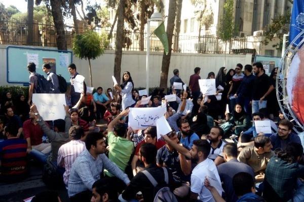 اعتراض دانشجویان ۲ دانشگاه بزرگ به اجرای قانون سنوات