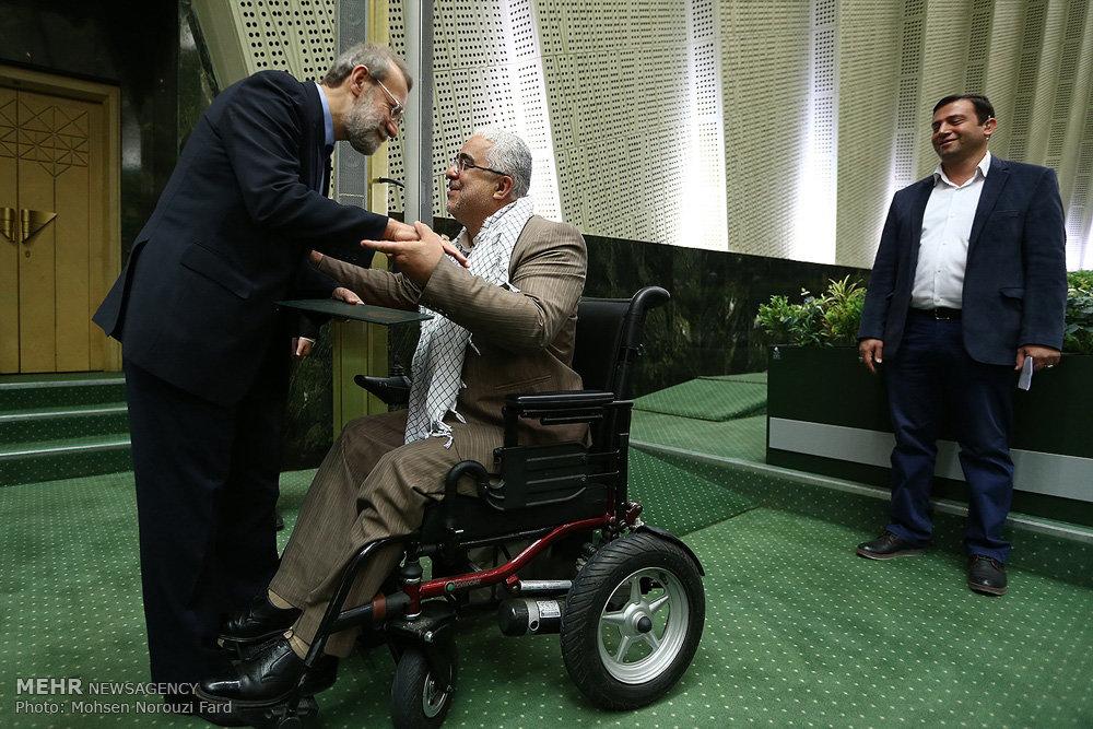 تجلیل از خانوادههای شهدای مدافع حرم در مجلس