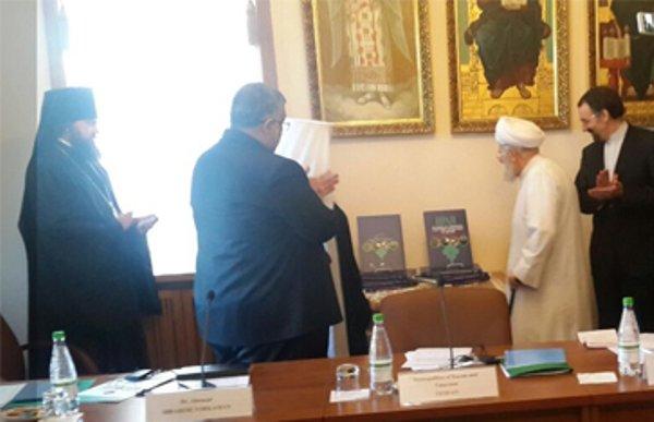 کتاب «زندگی مسالمت آمیز ادیان در ایران» رونمایی شد