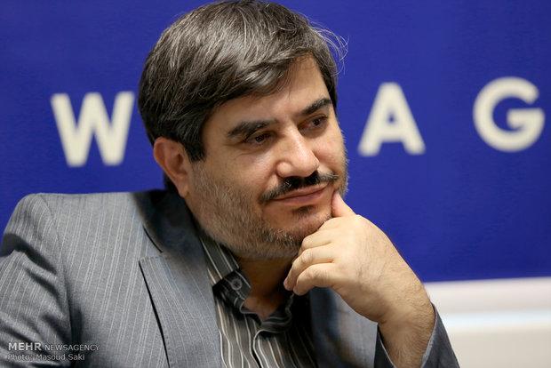 حضور محسن پرویز در جلسه رونمایی از کتاب خورشید مدار 66 درجه