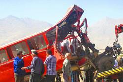 برخورد مینی بوس کارگران با کامیون در ساوه/ ۱۰نفر مصدوم شدند