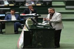 اعزام حج در شرایط فعلی خلاف حقوق ملت ایران است/ مردم تحقیر نشوند