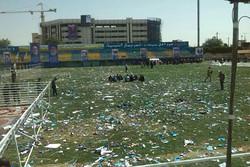 نمایی پس از سخنرانی روحانی/ ورزشگاه مملو از کاغذ شد