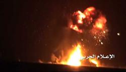 لحظة استهداف الجيش اليمني سفينة حربية إماراتية قبالة سواحل المخاء/فيديو