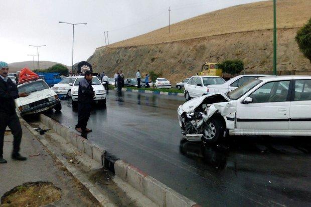تصادف زنجیرهای ۱۰ خودرو در کرمان/ ۱۳نفر مصدوم شدند