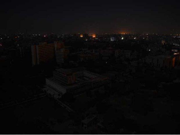 کراچی کا آدھا شہر بجلی کی فراہمی سے محروم