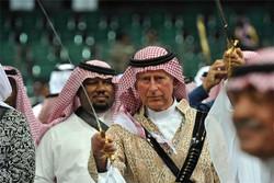 Suudiler'den namaza büyük hakaret / Video