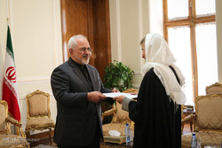 FM Zarif receives new envoys to Tehran