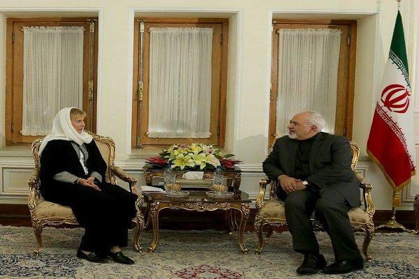 ظريف يستقبل السفيرة السويدية الجديدة في طهران