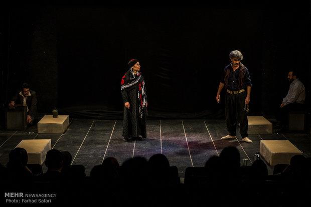 تئاتر «بچههای خاکستری» در تالار هنر اصفهان به صحنه رفت