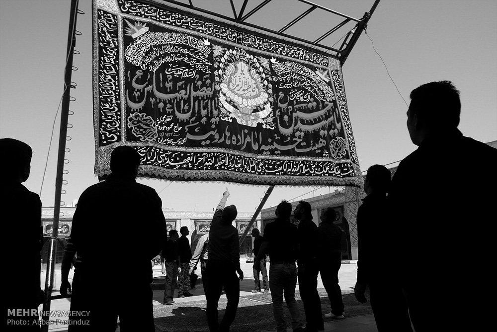 آیین سنتی برافراشته شدن خیمه گاه حسینی در اصفهان