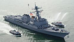 مدمرة أمريكية تتعرض لهجوم صاروخي قبالة سواحل اليمن