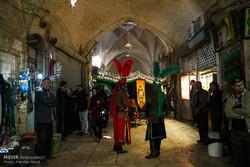 نوای سوگواری حسینی در بازار اراک پیچید/ برگزاری آئین تعزیه خوانی