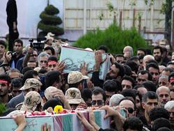 فیلم/تشییع و خاکسپاری ۳ شهید گمنام دفاع مقدس در لاهیجان