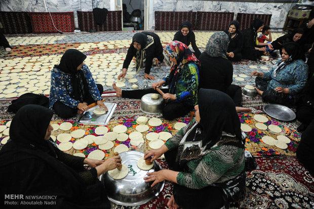 نساء كركان يطبخن النذورات العاشورائية